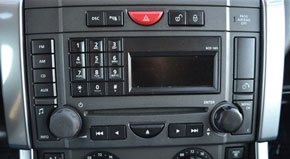 land_rover-radio